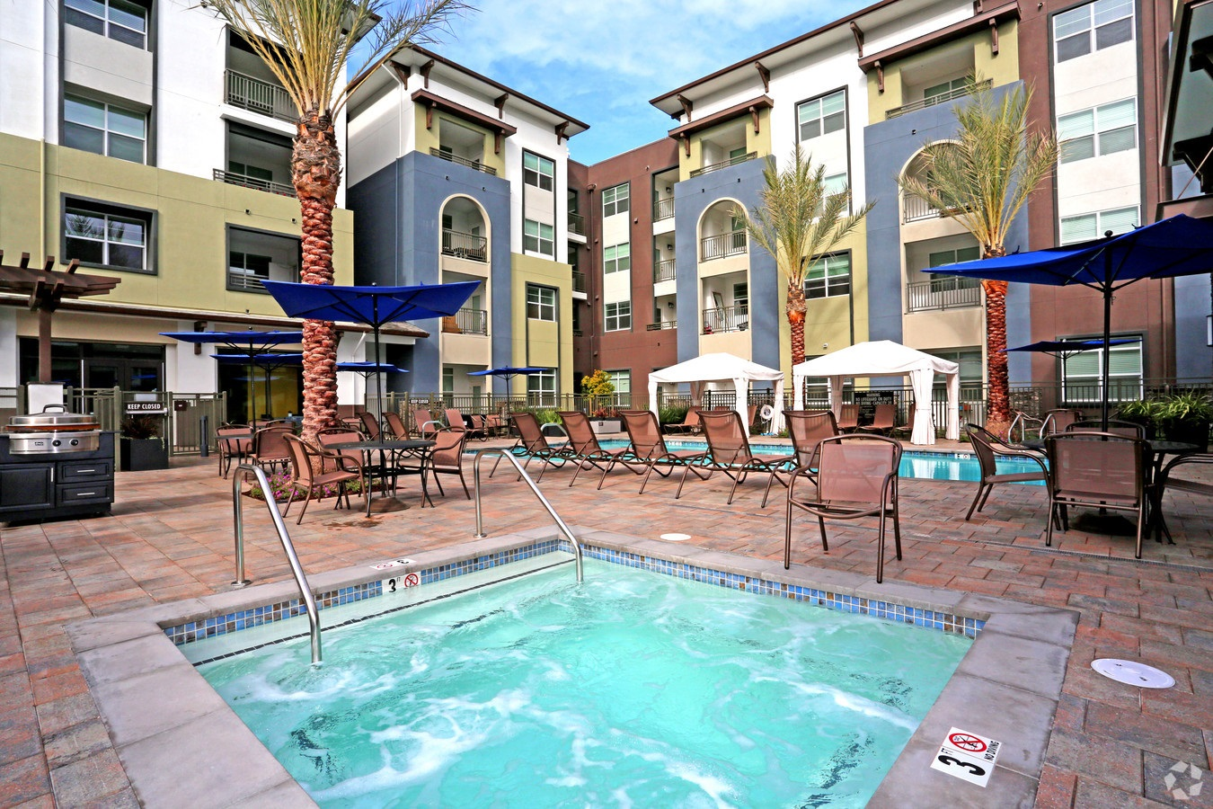 Just a mile away from Interstate 880, Artist Walk Apartments is a reasonable drive to Silicon Valley. (CoStar)
